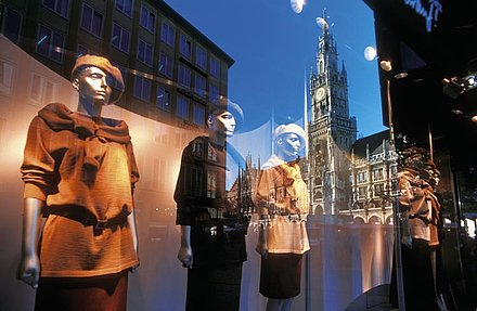 Combination of Munich sightseeing and shopping tour